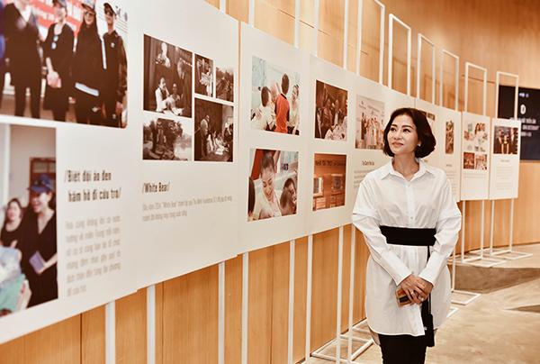 Thu Minh tại không gian triển lãm.