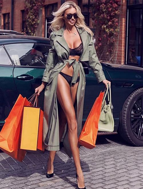 Ảnh quảng cáo nội y được mẫu Nga Dasha Belize đăng tải ngày 17/9.