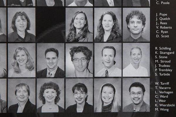 Bức ảnh được chụp lại từ sổkỷ yếu năm 2000-2001 của Học viện West Point Grey.