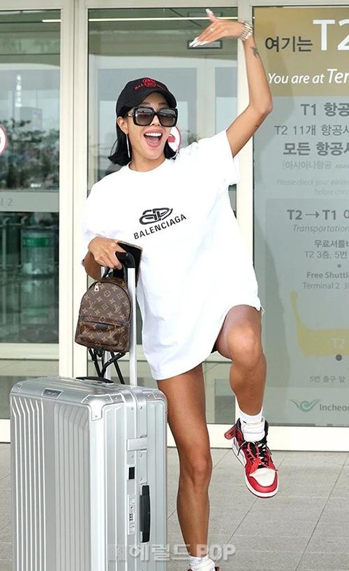 Jessinổi tiếng từ show thực tế Unpretty Rapstar và thường gây sốc những phát ngôn thẳng thắn, phong cách sexy hết mức. Hiện nữ rapper đang là nghệ sĩ thuộc công ty của Psy.