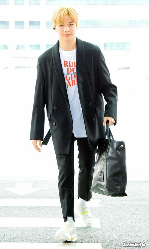 Kang Daniel có một lịch trình bận rộn dự sự kiện và tổ chức fanmeeting ở nước ngoài.