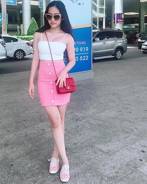 Những dòng túi Chanel giá trên dưới 80 triệu đồng cũng được hot girl đập hộp và diện ra phố.