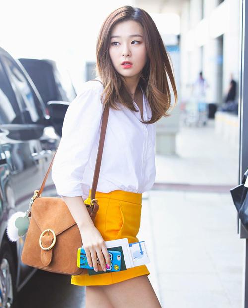 Netizen Hàn tập hợp những khoảnh khắc diện đồ thu đông cực chuẩn của Seul Gi trên diễn đàn TheQoo. Nhiều fan cho biết họ thường lưu ảnh streetstyle của nữ idol để học hỏi cách mix đồ.