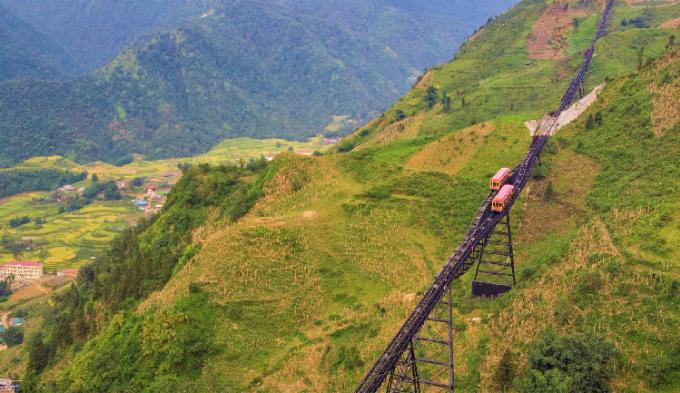 Phong cảnh ngoạn mục này đã được Louis Vuitton thể hiệngợi mở trong phim giới thiệu của mình như một ẩn dụ về hành trình mở ra những miền đất khoáng đạt và đẹp như thơ tiếp theo có tại Việt Nam như Vịnh Hạ Long, phố cổ Hội An...
