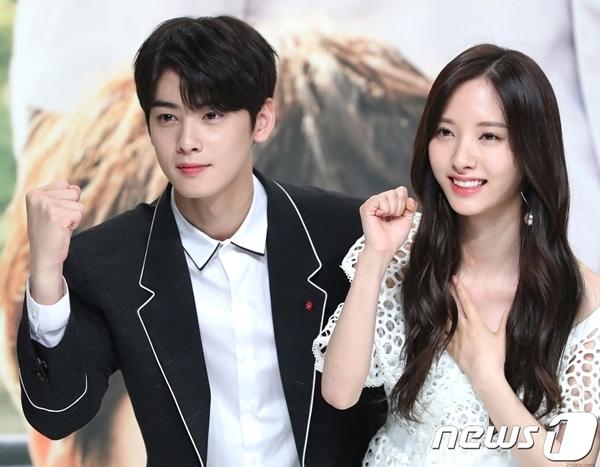 Bona (WJSN) nổi tiếng với visual xinh đẹp nhưng cũng bị dìm khi đứng cạnh Cha Eun Woo.