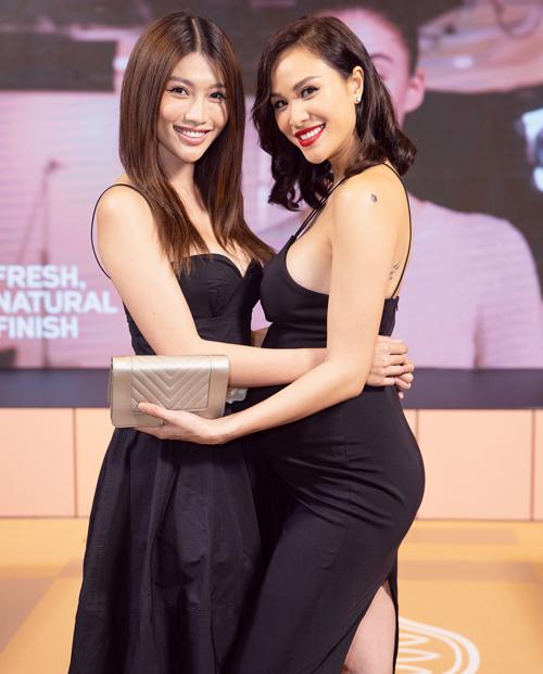 người đẹp Chế Nguyễn Quỳnh Châu đều khen ngợi cô mang bầu gọn gàng, chỉ có vòng 2 'khệ nệ', còn vóc dáng vẫn không bị 'vỡ'. Làn da của cựu người mẫu cũng căng mọng và mịn màng hơn so với thuở còn son rỗi.