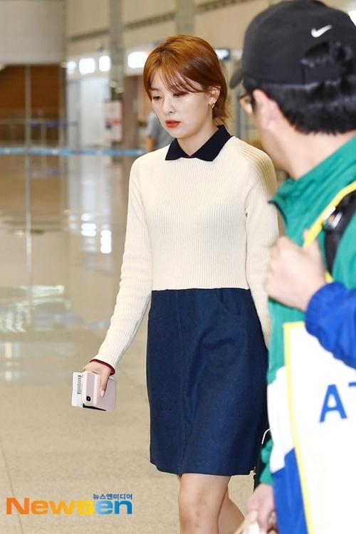 Seul Gi xinh xắn với set đồ mang phong cách nữ sinh.