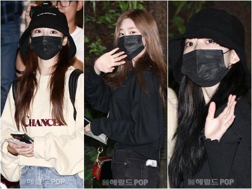 Nhiều thành viên IZONE dùng khẩu trang che mặt mộc khi ra sân bay. Nhóm luôn bận rộn với lịch trình Hàn - Nhật.