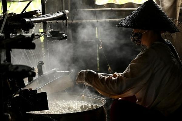 Làng tơ trăm năm ở Nam Định lên báo Pháp - 1