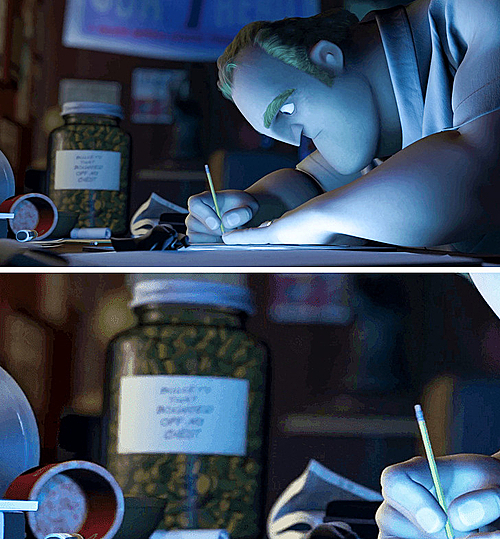 Trên bàn làm việc của Ngài Incredible có một chiếc lọ đầy đạn rơi ra từ ngực.