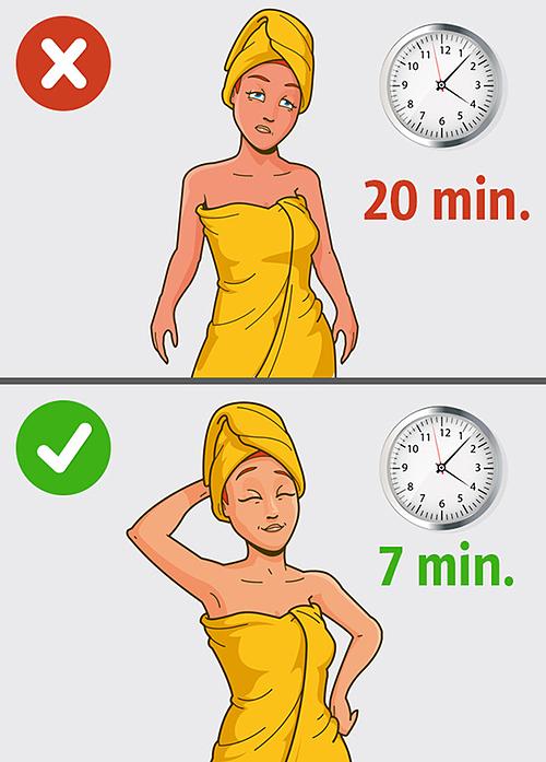 Tắm nước nóng lâu sẽ làm da khô và nhanh lão hóa. Thời gian tắm vòi hoa sen tối ưu là khoảng 10 phút.