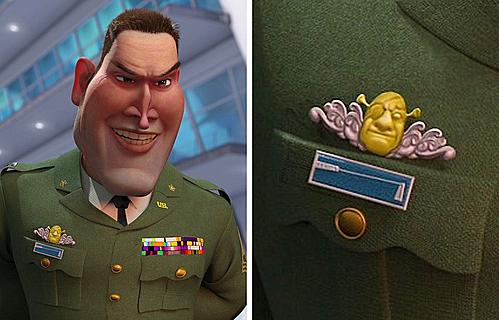 Trong Monsters vs. Aliens, huy hiệu của tướng W.R. Monger có hình khuôn mặt nhân vật Shrek trong phim hoạt hình cùng tên.