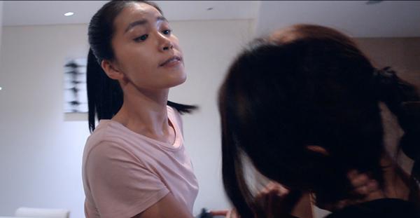 Minh Tú và cuộc đấu đá giành vương miện trong phim.