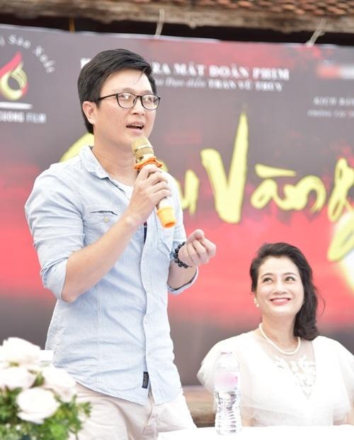 Lê Nam trong vai giáo Thứ. Đây là nhân vật dẫn dắt câu chuyện trong tác phẩm của nhà văn Nam Cao. Ngồi cạnh anh là diễn viên Thanh Hoa, đóngvai vợ giáo Thứ.