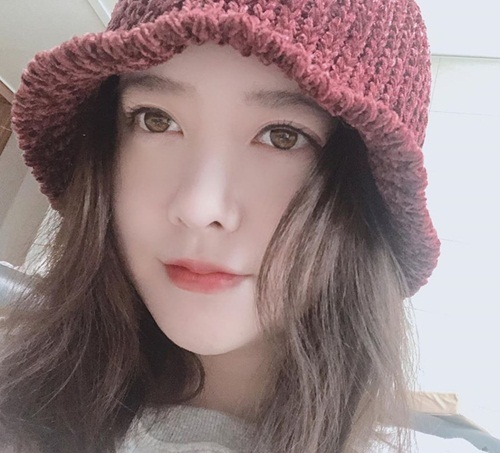 Goo Hye Sun đăng ảnh selfie tươi tắn, nở nụ cười nhẹ với lời nhắn: Khởi đầu mới. Sau cuộc khẩu chiến trên Instagram về vụ ly hôn với Ahn Jae Hyun, nữ diễn viên dường như đã lấy lại tinh thần.