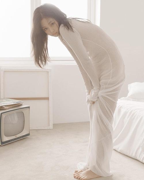 Jennie mặc đồ mỏng như sương