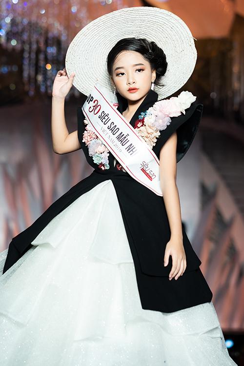 Trong buổi họp báo, các người mẫu thuộc Top 30 Siêu sao mẫu nhí 2019 trình diễn bộ sưu tập của một số nhà thiết kế sẽ tham dự lễ hội.