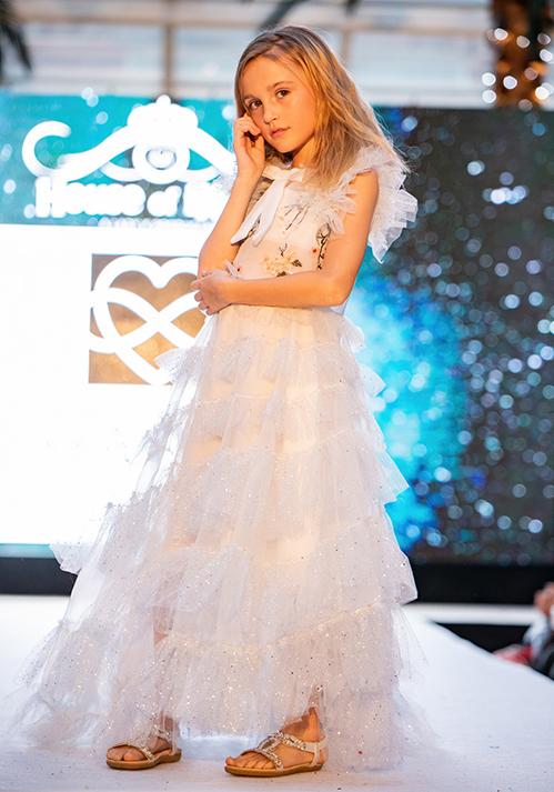 Với đam mê sáng tạo, cô thổi hồn vào những trang phục của mình, mang đậm dấu ấn rất riêng trong làng thời trang Việt. Khán giả biết đến nhà thiết kế 9X này với những thiết kế cao cấp, những chiếc đầm mỏng manh, lãng mạn và bay bổng, được nhiều nghệ sĩ, người mẫu, diễn viên, khách hàng lựa chọn cho những sự kiện trọng đại.
