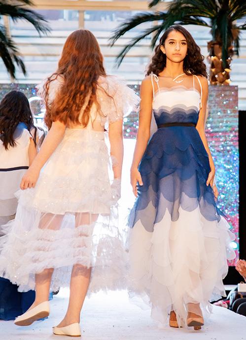 Với bộ sưu tập lần này, Thảo Nguyễn lấy cảm hứng từ chính nước Anh xinh đẹp với 2 tone màu xanh và trắng chủ đạo. Màu trời xanh ngắt và mây trắng bồng bềnh tạo nên những sắc màu cuộc sống vô cùng thú vị.