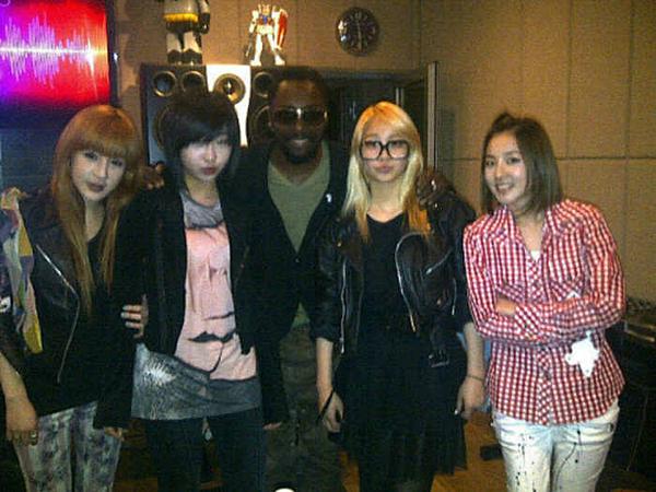 2NE1 là một trong những nghệ sĩ Kpop được nhiều sao Âu Mỹ yêu thích. Nhóm từng có thời gian làm việc cùng Will.i.am (Black Eyed Peas).