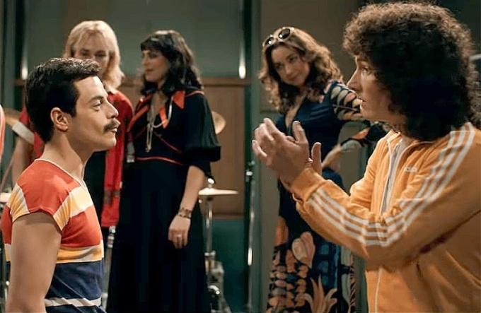 <p> Trong phim tiểu sử về ban nhạc Queen,<em> Bohemian Rhapsody</em>, cả nhóm tập hát ca khúc huyền thoại<em> We Will Rock You</em>. Đoạn phim này được lấy bối cảnh năm 1980 nhưng thực tế, ca khúc <em>We Will Rock You</em> phát hành từ năm 1977.</p>