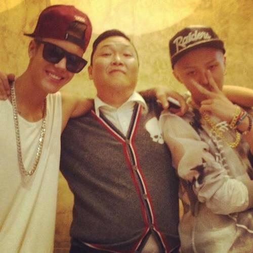 PSY bên cạnh Justin Bieber và G-Dragon.