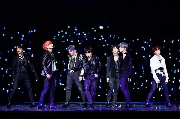 MAMA Nhật Bản 2018 được ví như concert riêng của BTS bởi lượng Army khổng lồ có mặt.