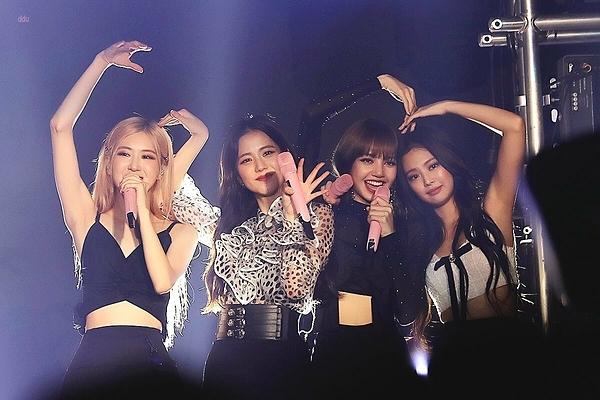 Black Pink tại buổi fanmeeting ở Hàn ngày 21/9.