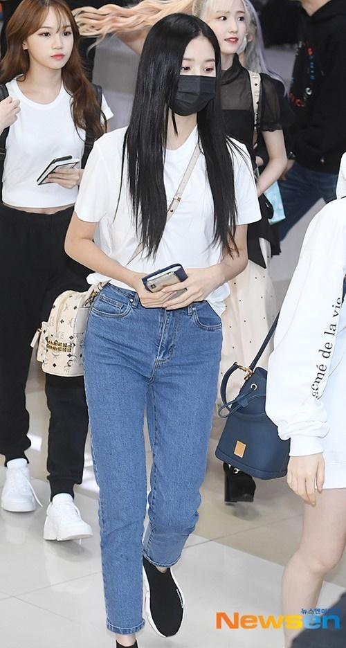 Lisa khoe tỉ lệ hoàn hảo như búp bê khi ra sân bay - 7