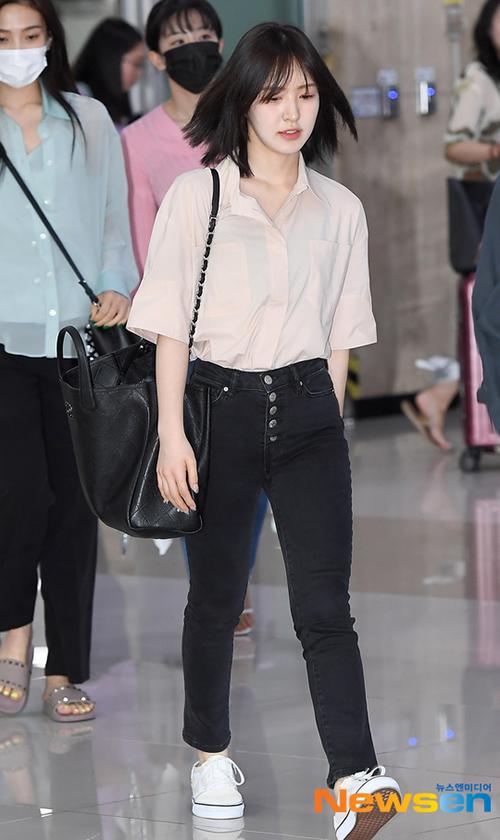 Item yêu thích của cô nàng là Large Shopping Bag đến từ nhà mốt Chanel, đây cũng chiếc túi đắt giá nhất (khoảng hơn 108 triệu đồng) trong bộ sưu tập túi