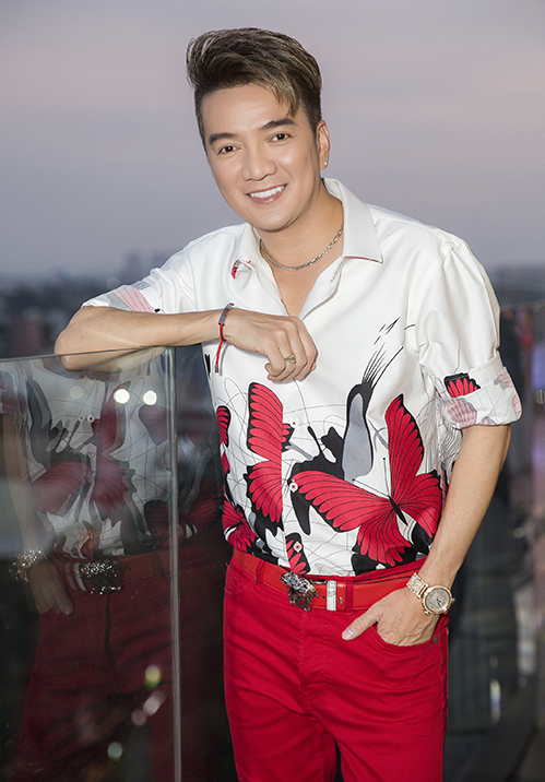 Chiều 25/9, NTK Tuấn Trần tổ chức casting tìm ra 30 người mẫu chuyên nghiệp và 12 người không chuyên cho show diễn kỷ niệm 10 năm làm nghề mang tên Những kẻ mộng mơ.