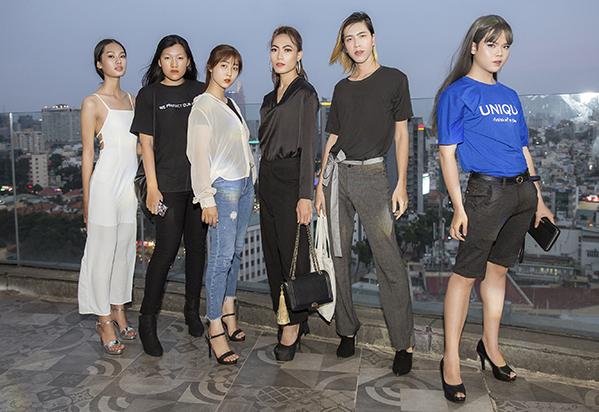Nhà thiết kế thừa nhận việc chọn lựa các người mẫu chưa có kinh nghiệm hoặc có thân hình mũm mĩm là một áp lực lớn nhưng anh quyết tâm thực hiện vì muốn dành tặng bộ sưu tập lần này đến mọi đối tượng yêu thời trang.