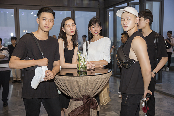 Buổi casting diễn ra sôi nổi với hơn 150 người mẫu trong và ngoài nước ở độ tuổi từ 18 đến 50 tuổi đăng kí tham gia. Các người mẫu có mặt từ sớm, đầu tư trang phục và tập luyện kỹ càng trước khi sự kiện diễn ra.