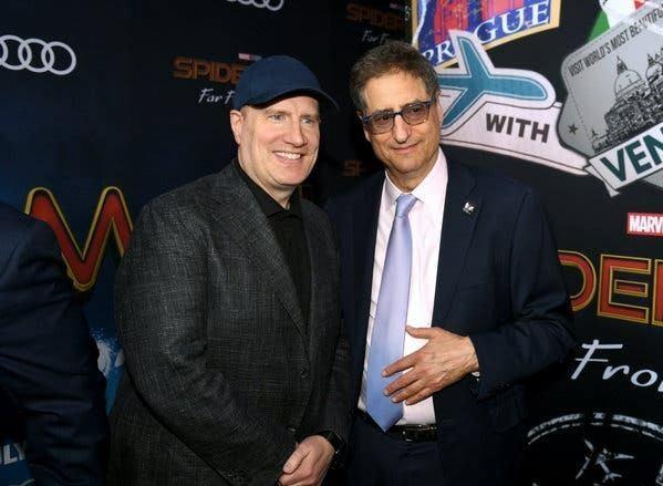 Kevin Feige (trái) và chủ tịch Sony Tom Rothman tại buổi ra mắt Spider-Man: Far From Home.