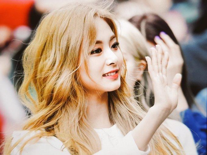 """<p> Tzuyu tiếp tục là thành viên chiếm spotlight bởi nhan sắc """"cực phẩm"""". Nữ idol Đài Loan đang phủ sóng khắp mạng xã hội và diễn đàn với loạt ảnh đẹp long lanh.</p>"""