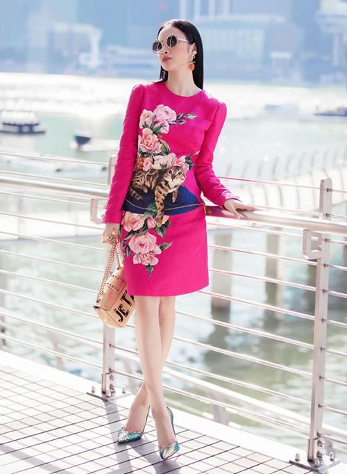 Thần thái giúp Phương Trinh mặc đồ hồng không sến, ngược lại rất thời thượng và sang trọng.