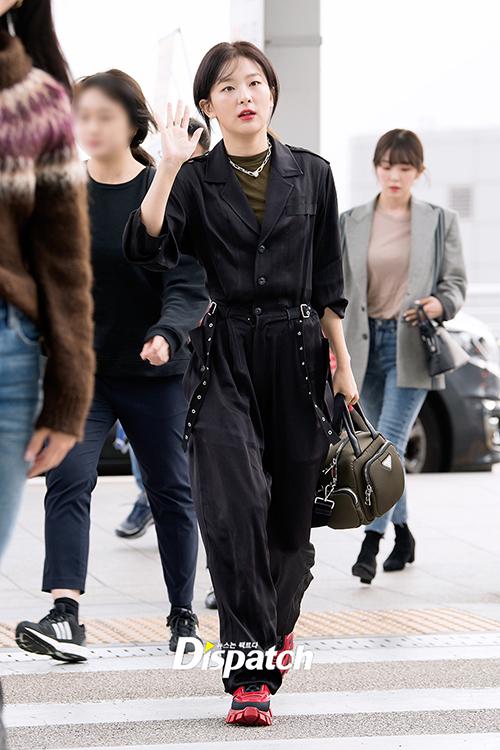 Seul Gi ghi điểm với phong cách cực chất.Thành viên Red Velvet được khen cá tính như một chiến binh.