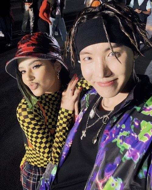 J-Hope (BTS) và Becky G tạo thành bộ đôi chất lừ trong ca khúc mới Chicken Noodle Soup.