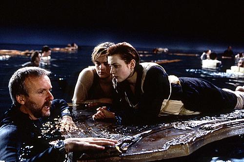 Đạo diễn James Cameron và hai diễn viên chính trên phim trường.