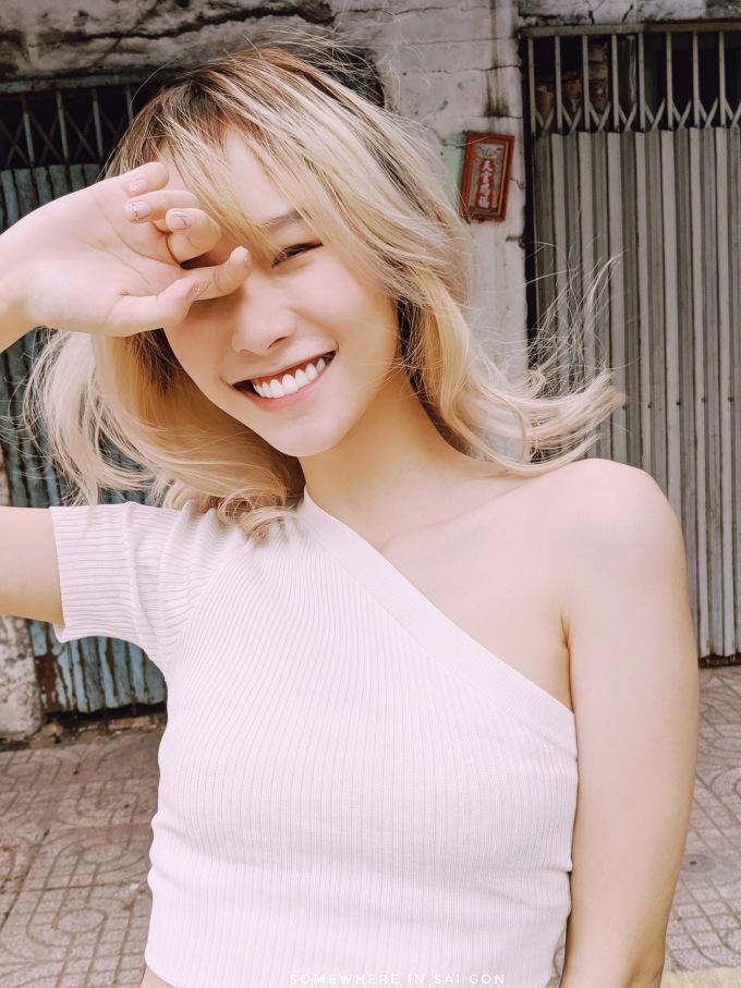 <p> Julie quyết định Nam tiến lập nghiệp được hơn một năm nay. Cô đang đầu quân cho một công ty âm nhạc với mong muốn phát triển con đường chuyên nghiệp.</p>