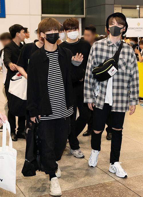 Họ đáp chuyến bay xuống Tân Sơn Nhất cách nhau một tiếng. 6 thành viên Snuper gồm Tae Woong (trưởng nhóm), Su Hyun, Sang Il, Sang Ho, Woo Sung và Se Bin hạ cánh trước.