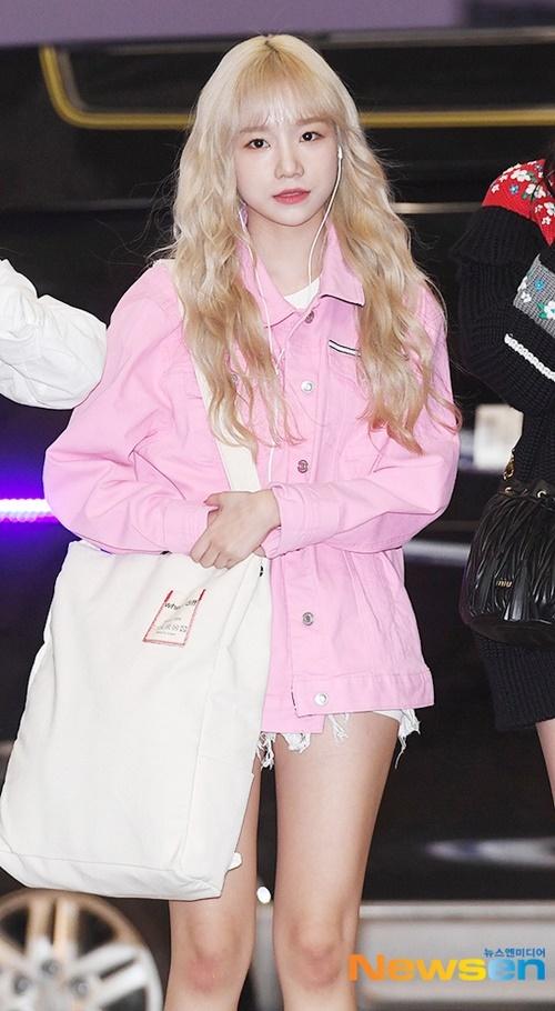 Mái tóc vàng của Jo Yuri đang gây tranh cãi. Người khen xinh, kẻ chê nhìn như tóc giả.