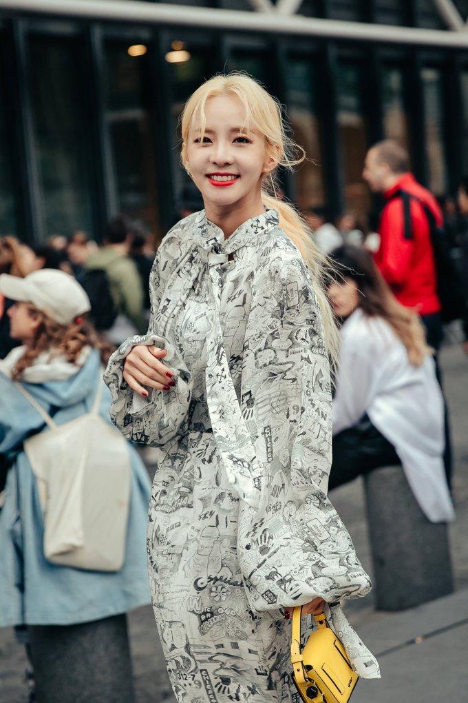 <p> Dara là gương mặt quen thuộc tại các show diễn của Off-White.</p>