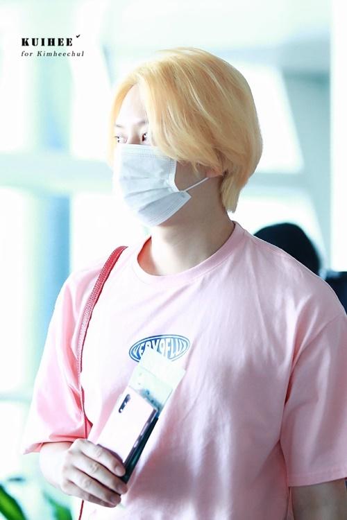 Mỹ nam Hee Chul khiến fan phất khích khi nhuộm tóc vàng.