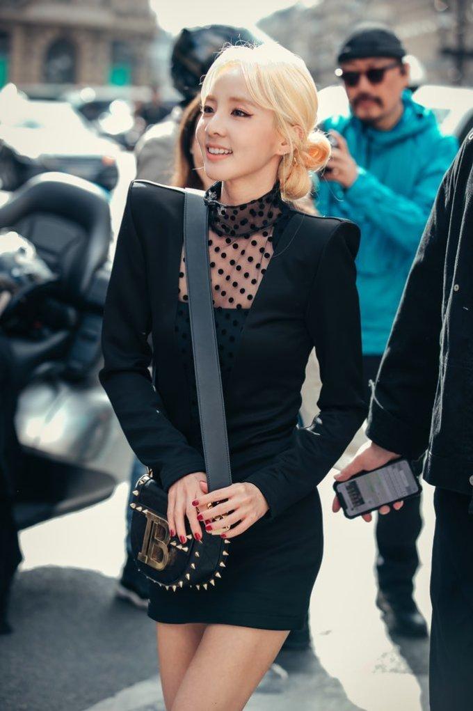 <p> Nữ ca sĩ diện những item của Balmain như đầm Squre Shoulder Sheer Insert giá 2.263 USD, túi xáchSmall Jumper Studded Quilted Leather Shoulder giá 2.150 USD.</p>