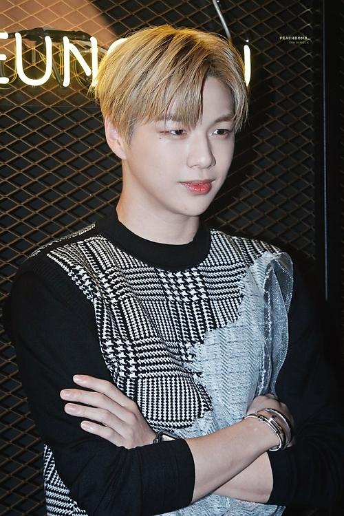 Kang Daniel giành vị trí thứ hai trong tháng 9 với chỉ số danh tiếng thương hiệu là 11.048.414 điểm. Đây là lầntrở lại đầu tiên của nam ca sĩ trong BXH này sau 6 tháng biến mất (vì đây là BXH dành cho những thần tượng Kpop đang hoạt động nên thời gianKang Daniel chưa debut solo anh không được tính điểm).