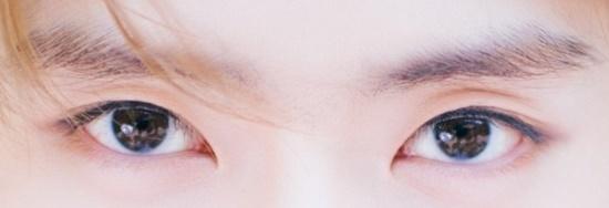 Đôi mắt mạnh mẽ, quyến rũ này là của nam idol Kpop nào? - 6