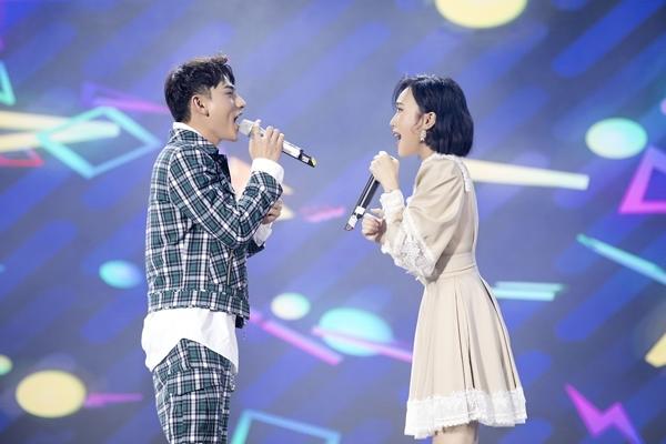 Trên sân khấu, Isaac đề nghị được song ca với Diệu Nhi. Anh cho biết dù nghe cô hát nhiều nhưng chưa được hát cùng nhau. Đáp lại tình cảm này, nữ diễn viên hòa giọng cùng đồng nghiệp trong ca khúc Cơn mưa tình yêu.