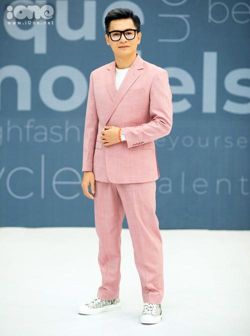 Giám đốc sáng tạo - chuyên gia trang điểm Nam Trung.
