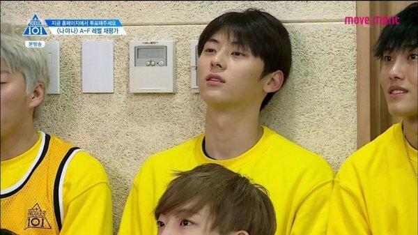 Không chỉ có tài năng nổi bật, Min Hyun(NUEST) còn được chú ý bởi vẻ ngoàikể cả khi để mặt mộc.